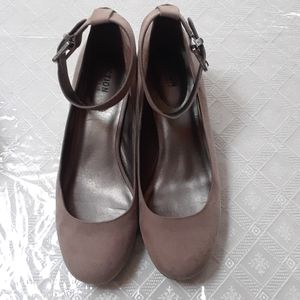 Taupe ankle strap shoe sz 8.5